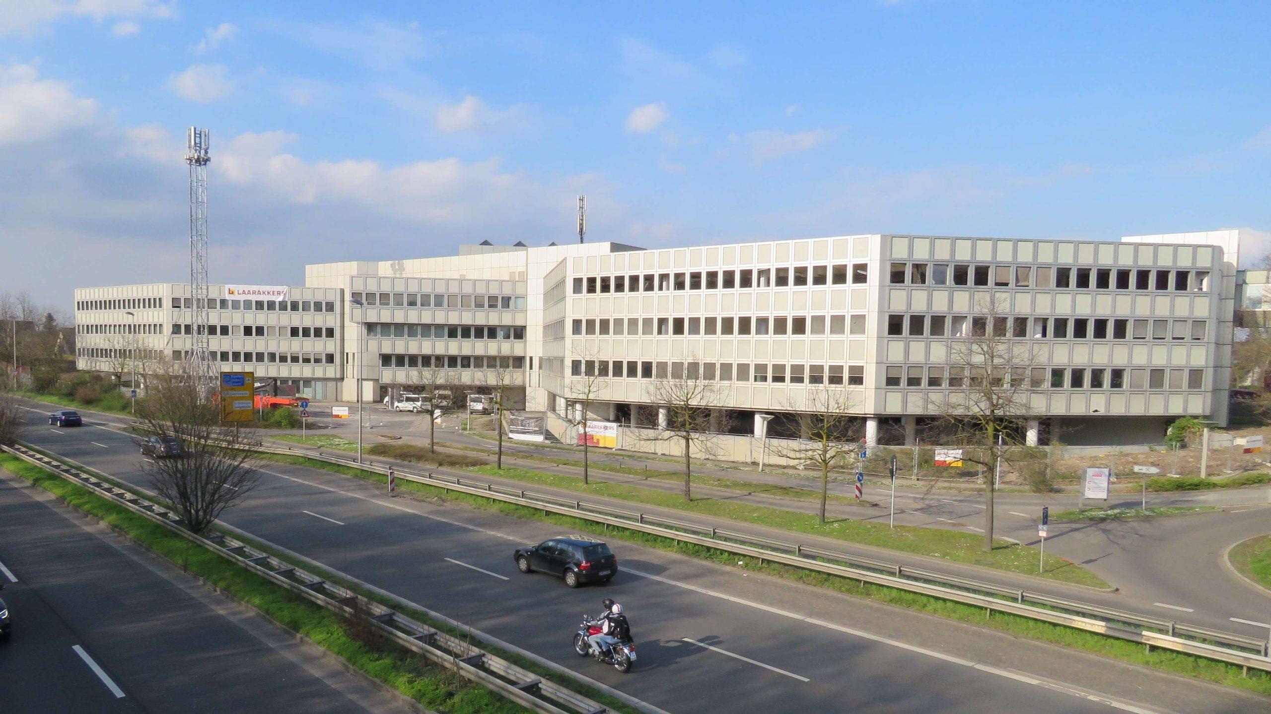 Laarakkers sloopt Fashion House 1 en 2 in Düsseldorf Duitsland